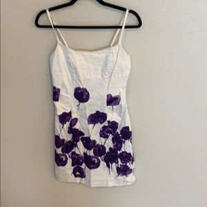 Alyn Paige white and purple fitted floral dress